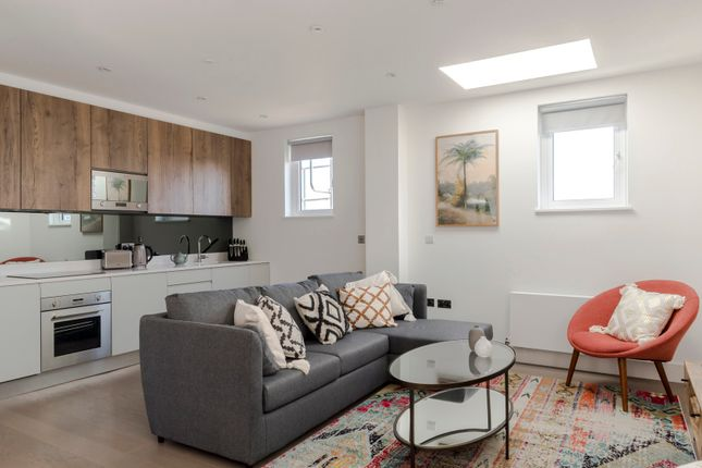 Thumbnail Duplex to rent in Eric Street, London