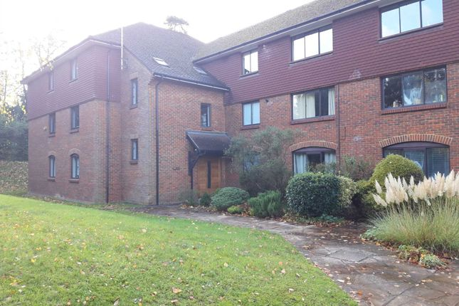 Thumbnail Flat to rent in Boxgrove Road, Guildford