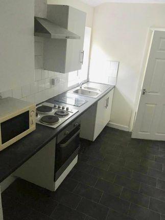 Thumbnail Flat to rent in Woodfield Street, Swansea