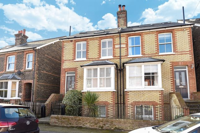 Thumbnail Town house to rent in Cornfield Road, Reigate