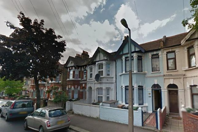 2 bed flat to rent in Colchester Road, Leyton, London