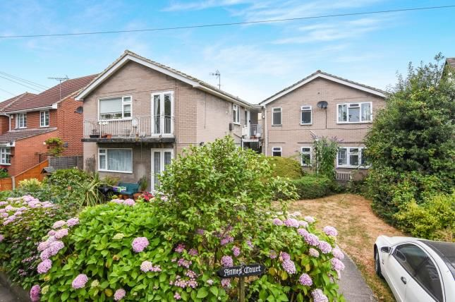 Thumbnail Maisonette for sale in Hemnall Street, Epping, Essex