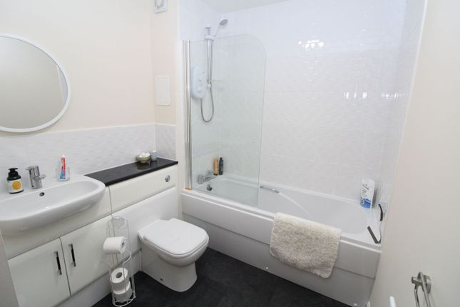Family Bathroom of Tailor Place, Aberdeen AB24
