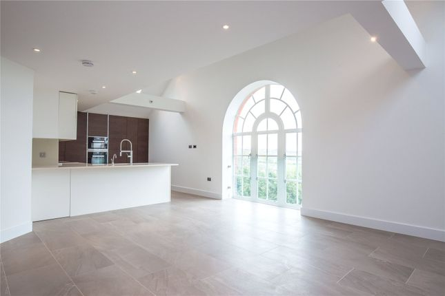 Thumbnail Flat for sale in Hadley Road, Enfield