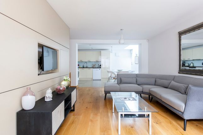 Thumbnail Town house to rent in Weymouth Mews, London