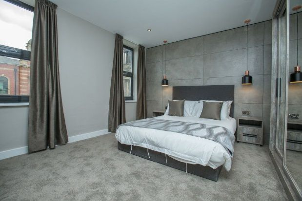 Thumbnail Flat to rent in Park Square East, Leeds