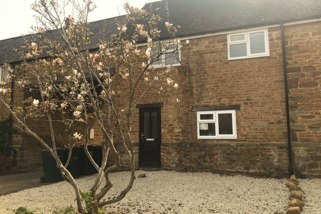 2 bed terraced house to rent in The Ridgeway, Bloxham OX15