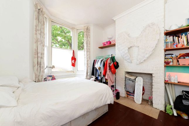 Thumbnail Terraced house to rent in Geldart Road, London