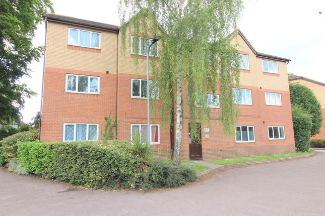 Thumbnail Flat for sale in Simpson Close, Luton, Bedfordshire
