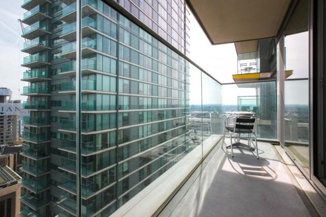 Thumbnail Flat to rent in Landmark Building, East Tower, Canary Wharf, Westferry Circus, Canary Riverside, London, England