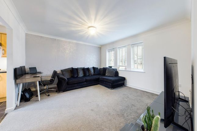 1 bed flat for sale in Walnut Close, Laindon, Basildon SS15
