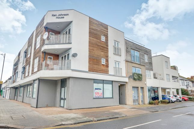 Thumbnail Flat for sale in Highlands Boulevard, Leigh-On-Sea