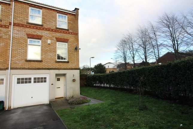 3 bed end terrace house for sale in Porthallow Close, Orpington, Kent