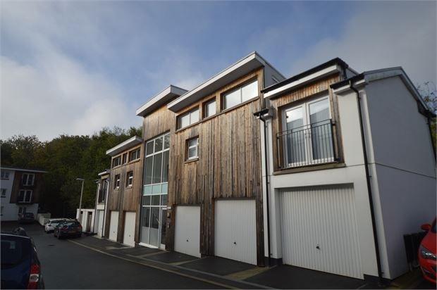 Thumbnail Flat for sale in Tamworth Close, Ogwell, Newton Abbot, Devon.