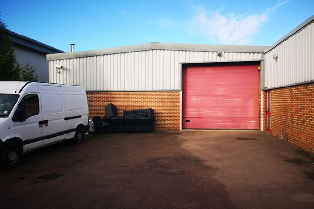 Thumbnail Warehouse to let in Brownfields, Welwyn Garden City