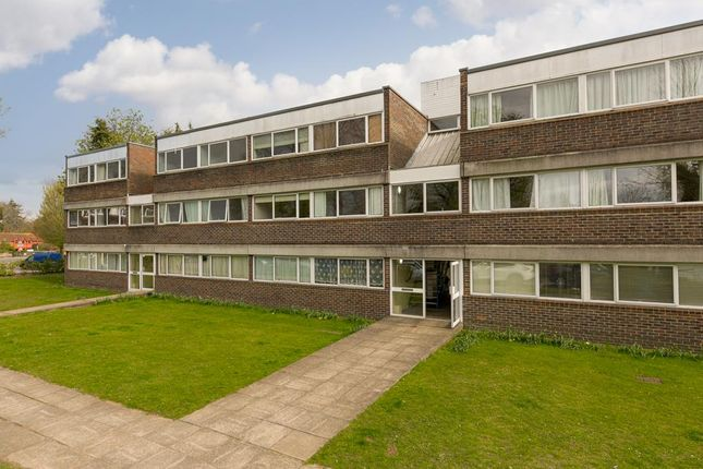 3 bed flat for sale in Chessington Road, Ewell, Epsom KT17