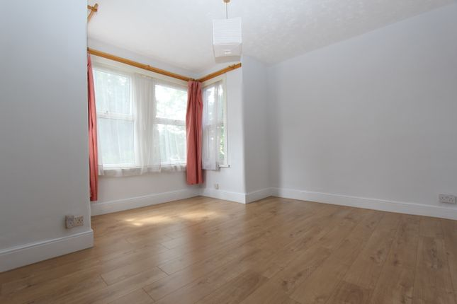 Thumbnail Flat to rent in The Drive, Ilford
