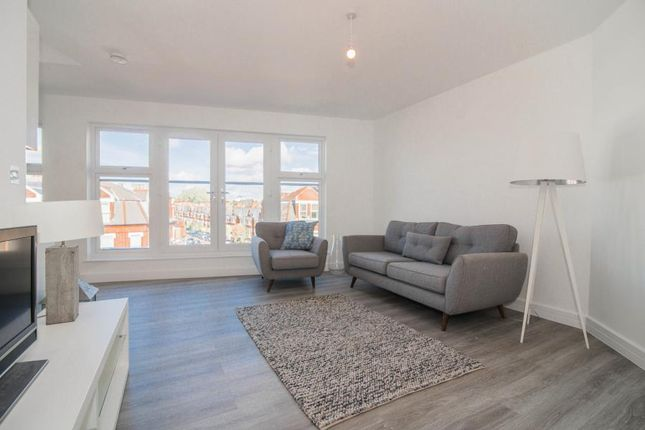 Thumbnail Flat for sale in Kestrel House, Twickenham