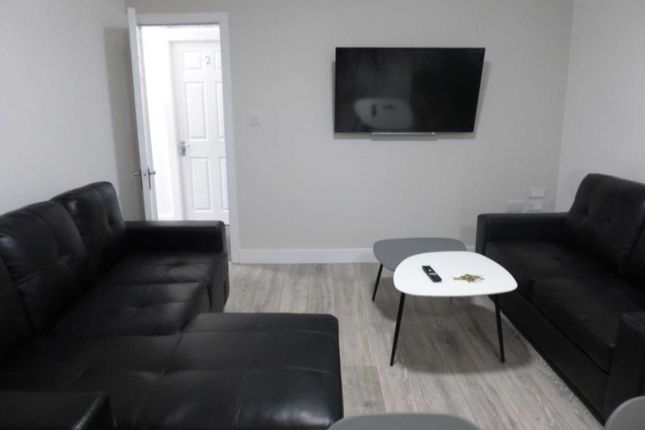 Thumbnail Flat to rent in Lees Hall Crescent, Fallowfield, Manchester