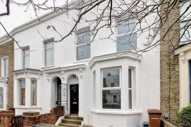4 bed terraced house to rent in Clifden Road, Hackney