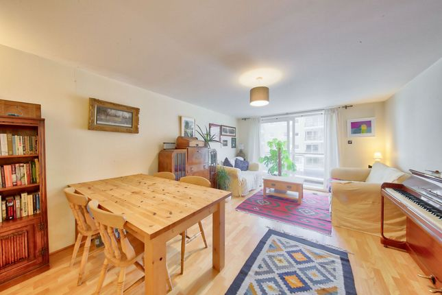 2 bed flat for sale in Compass House, London SW18