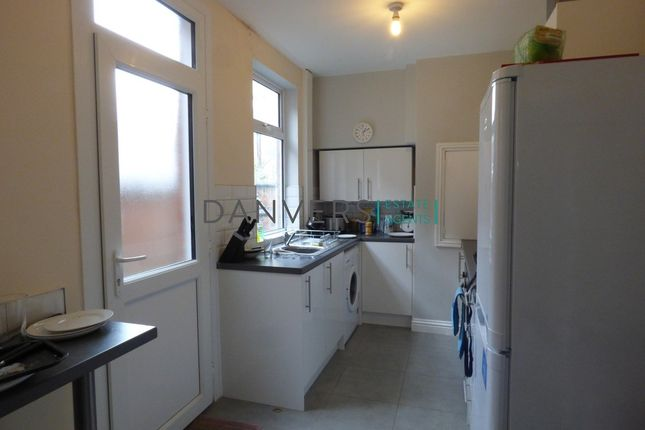 3 bed terraced house to rent in Windermere Street, Leicester
