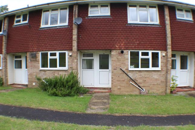 3 bed terraced house to rent in Lamerton Close, Bordon
