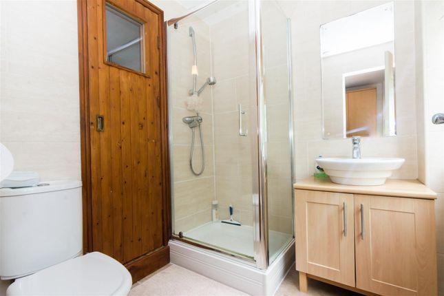 En-Suite of Newlay Wood Close, Horsforth, Leeds LS18