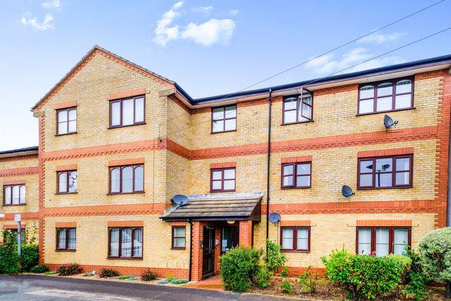 1 bed flat for sale in Windsor Road, Salisbury SP2