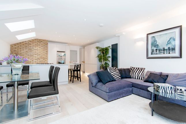 Thumbnail Flat for sale in Munster Road, London