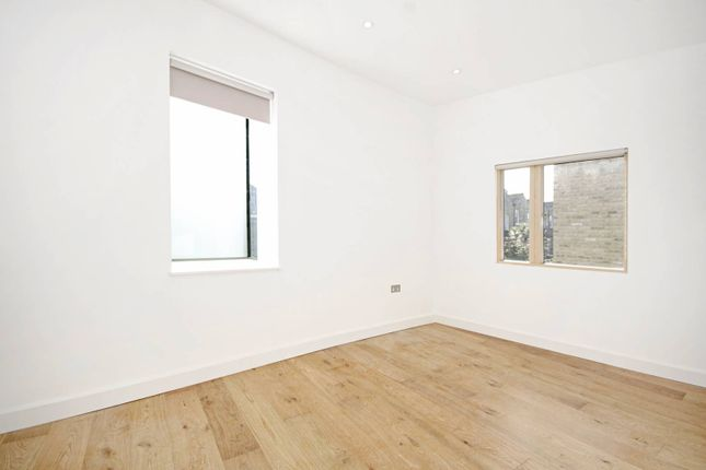Thumbnail Property to rent in Moray Mews, Finsbury Park