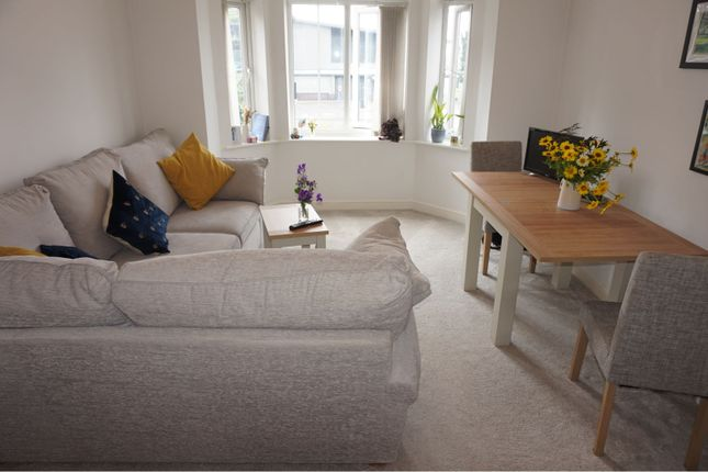 2 bed flat to rent in Heathcote Close, Chester CH2