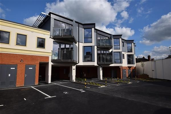 Thumbnail Flat for sale in Leavesden Lodge, Leavesden Road, Watford