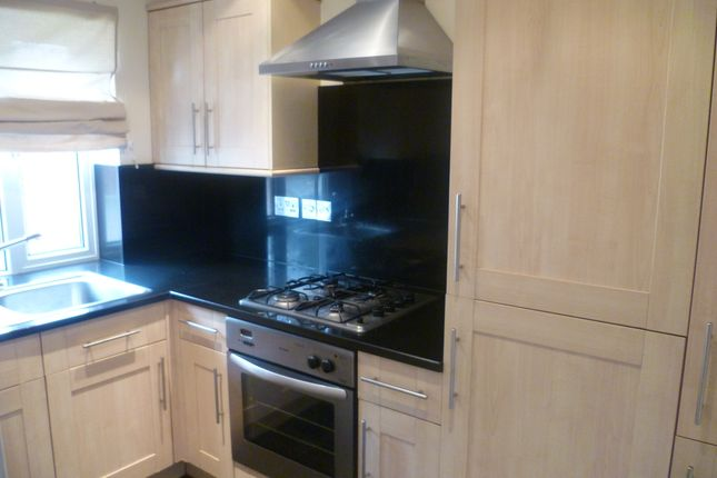 Thumbnail Semi-detached house to rent in Downs Road, Langley
