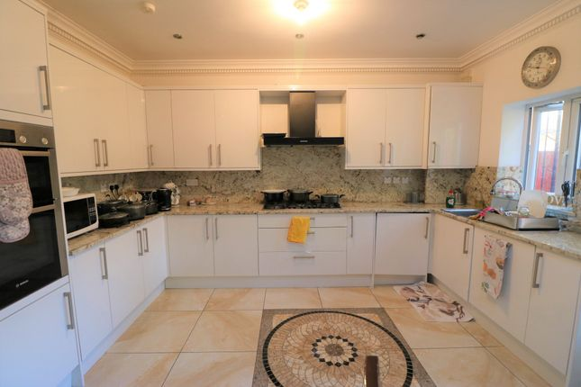 Studio to rent in Exeter Gardens, Ilford, Essex IG1