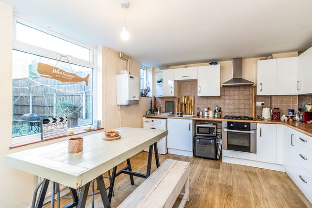 Thumbnail Room to rent in Thames Street, Walton-On-Thames