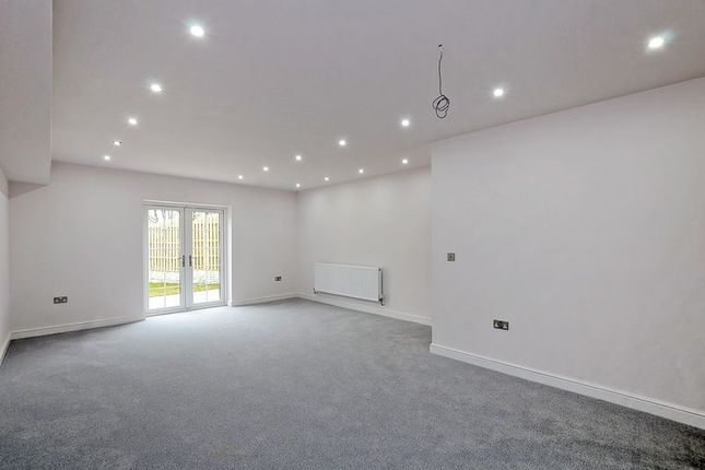Lounge of Rotherham Road, Halfway, Sheffield S20