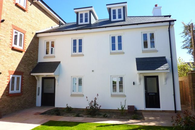 2 bed flat to rent in 6 East Sidings, Station Road