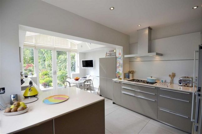 Thumbnail Property to rent in Holland Park Avenue, Holland Park