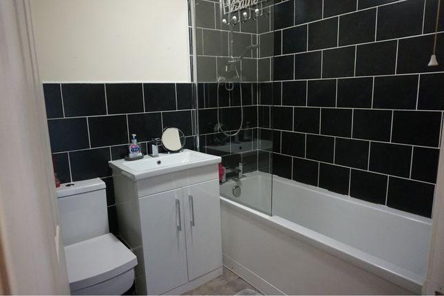 Bathroom of Tannerbrook Close, Clayton BD14