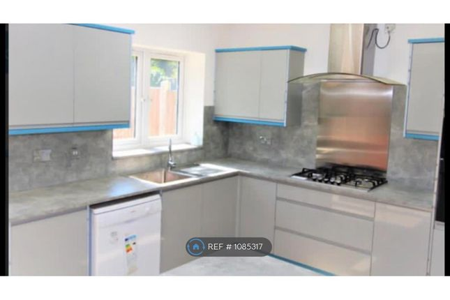 5 bed terraced house to rent in Westview Drive, Woodford Green IG8
