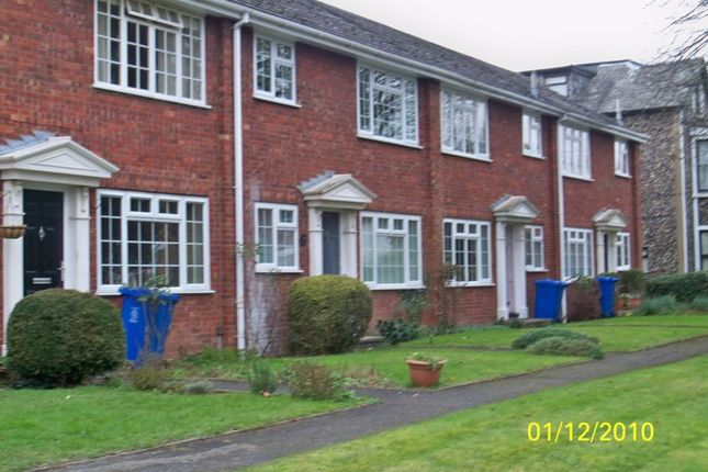 Thumbnail Maisonette to rent in Ray Lea Road, Maidenhead