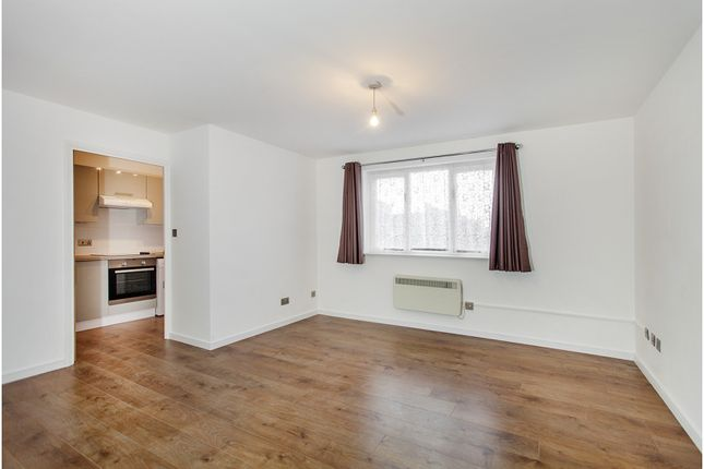Living Room of Draycott Close, Cricklewood NW2