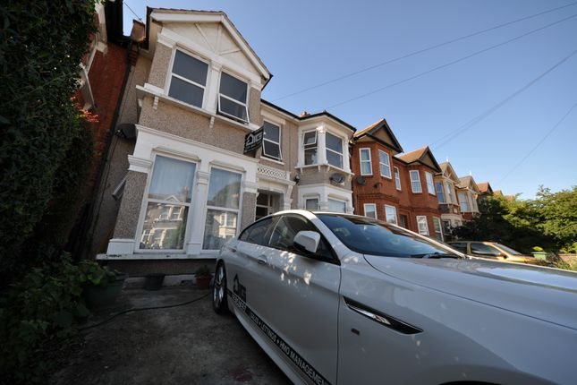 Thumbnail Flat to rent in Courtland Avenue, Ilford Essex