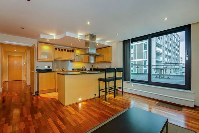 2 bed flat to rent in Millharbour, Canary Wharf