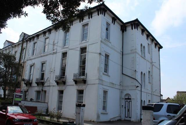 Thumbnail Flat to rent in Upper Kewstoke Road, Weston-Super-Mare, North Somerset
