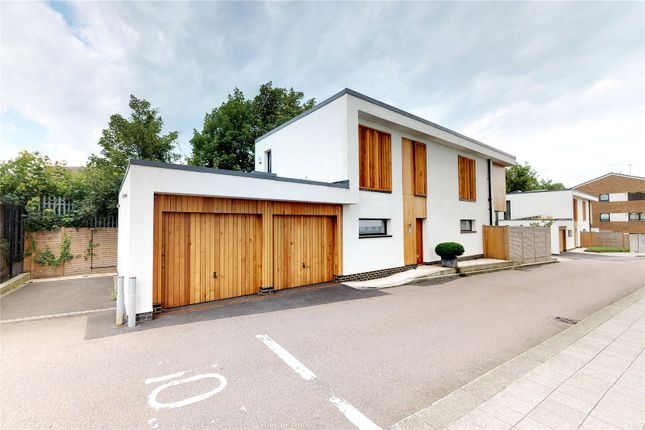 Thumbnail Detached house to rent in Gate House, Kew Bridge Court