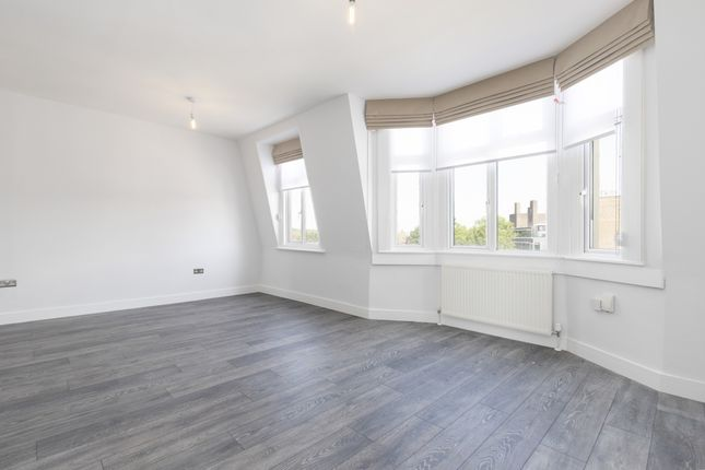 2 bed flat to rent in Vicarage Parade, West Green Road, London N15