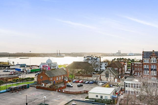 Thumbnail Flat for sale in High Street, Southampton
