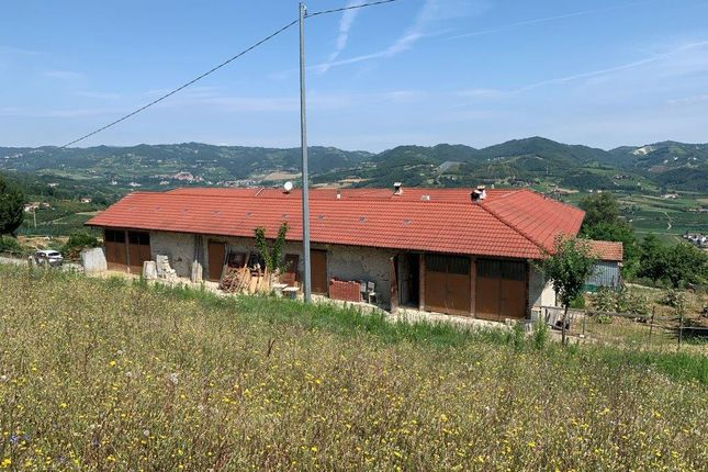 Farmhouse for sale in Regione Santa Libera, Monastero Bormida, Asti, Piedmont, Italy